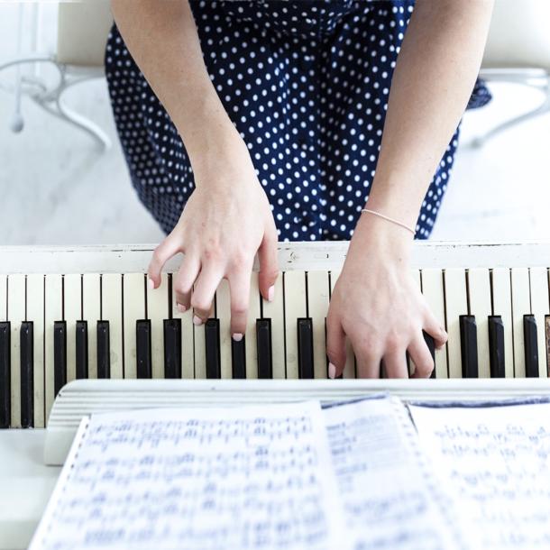 час вокала с педагогом, вокал 1 урок, уроки пения онлайн, урок вокала онлайн, занятие вокалом, вокальный урок, вокал занятие онлайн, вокал индивидуальное занятие, музыкальная школа стоимость обучения, уроки вокала цена,